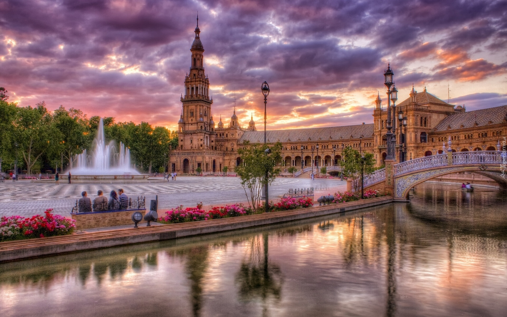 Plaza de Los Reyes fountain in Seville, Spain